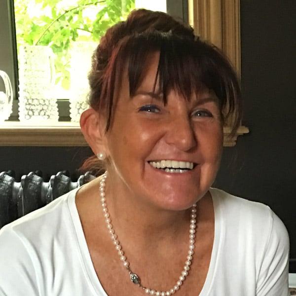 Carine Delvaux - gérante et thérapeute à l'institut de beauté P'Osez au Luxembourg